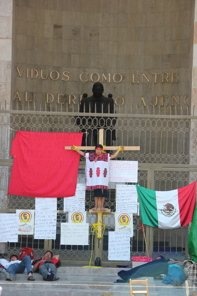 Ahora se crucifican ante la falta de seriedad del Gobierno del Estado de Chiapas