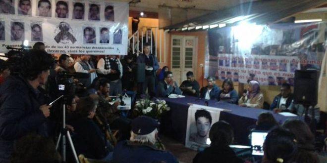 """«Los hermanos zapatistas escucharon nuestro testimonio de dolor, rabia y dignidad"""", padres de Ayotzinapa."""