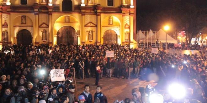 Con un contundente «No están solos», reciben a padres de normalistas de Ayotzinapa en Chiapas.
