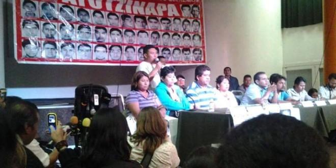 «Exigimos respeto a nuestra dignidad, los tiempos de las víctimas no son los tiempos de los políticos», padres de Ayotzinapa.