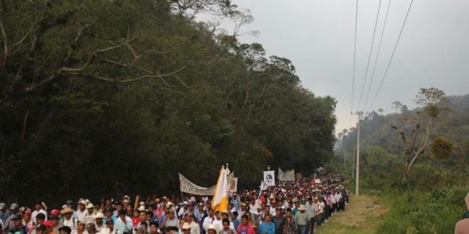"""""""En peregrinación, más de 15 mil indígenas evidencian situación de violencia, impunidad y corrupción en Chiapas"""