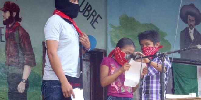 """""""Lo que nos ha destruido el mal gobierno, nuestra autonomía lo construye"""", EZLN."""