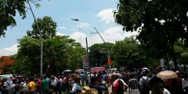 Policías agreden con gas lacrimógeno, a profesores en Chiapas.