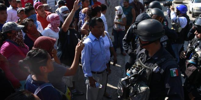 POLICIA FEDERAL ABRE FUEGO EN CONTRA DE POBLACIÓN DE TLAPA GUERRERO, ASESINA A UN ESTUDIANTE.