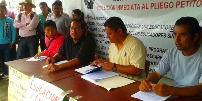 Educador@s indígenas en Chiapas, sin derechos laborales.