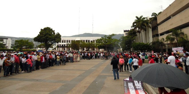 22 secciones sindicales del magisterio en México, protestan contra la «reforma educativa».