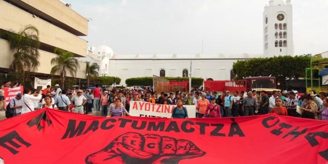 Chiapas: «Ni perdón ni olvido», a 11 meses de la desaparición de estudiantes de Ayotzinapa Guerrero.