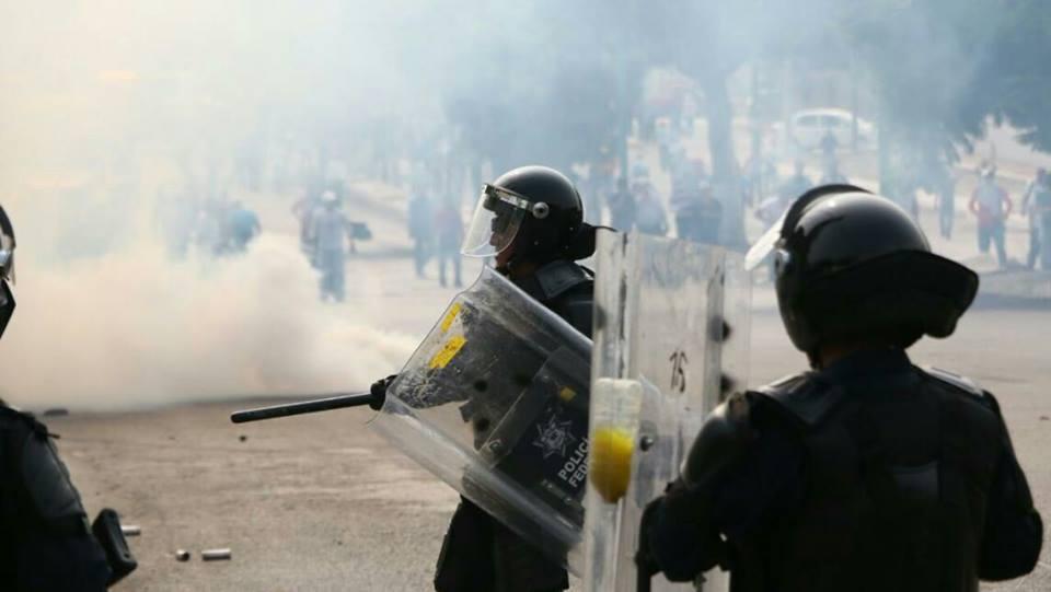 Chiapas México: «corrupción-torpeza-ignorancia hecha gobierno». Policía agrede nuevamente al magisterio.