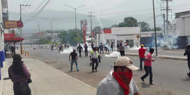 Ciudadan@s reprueban labor de granaderos de la policía en Tuxtla Gutiérrez y se solidarizan con el magisterio.