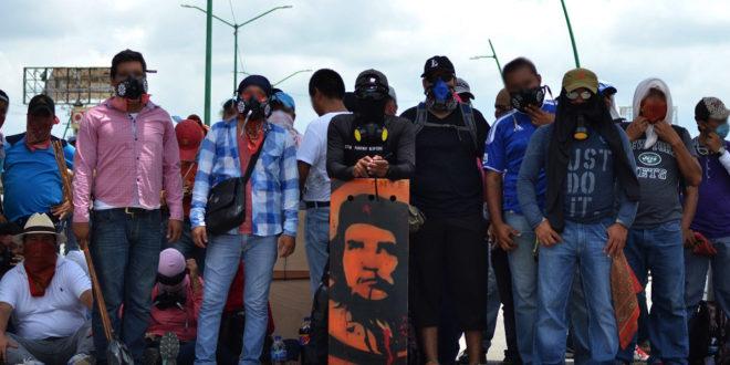 """""""Nuestra guerra es contra el Estado, no contra el pueblo"""" CNTE Chiapas permitirá acceso a pipas de combustible, pero los bloqueos permanecen.."""