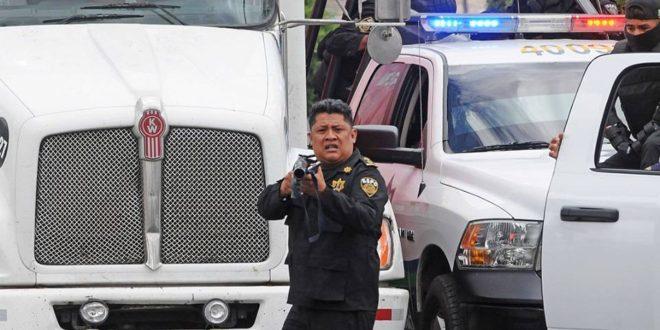 Denuncian violento operativo policíaco en San Cristóbal de las Casas, contra bloqueo en apoyo a la CNTE.