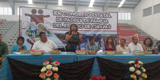 «Integrar un solo proyecto de resistencia y desobediencia contra las reformas estructurales», proponen en Foro madres y padres de familia.