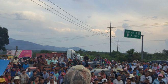 Michoacán: cierre de alcaldías y carreteras en exigencia de seguridad a comunidades