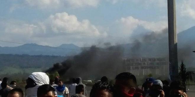 Silvano Aureoles, escala de «garrotiza», a disparos contra normalistas de Michoacán