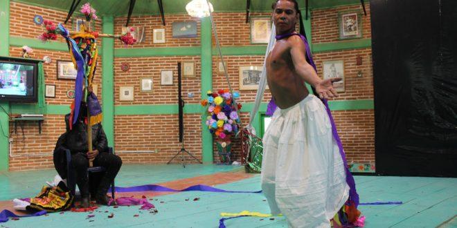 """«Me dan pista y hasta les dejo planito el suelo"""", Festival convocado por el EZLN, «Báilate otro mundo»"""