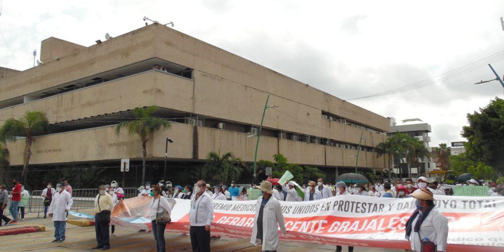 ¿Este es el trato que merecemos después de enfrentar la pandemia sin equipo?, cuestionan trabajadores de salud de Chiapas