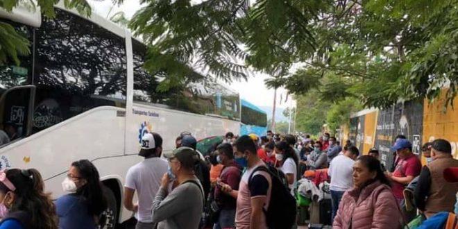 Chiapas: «Las comunidades más pobres se quedarán sin educación media», denuncian padres y docentes de TBC, y parten a la cd de México, para que sus demandas sean escuchadas