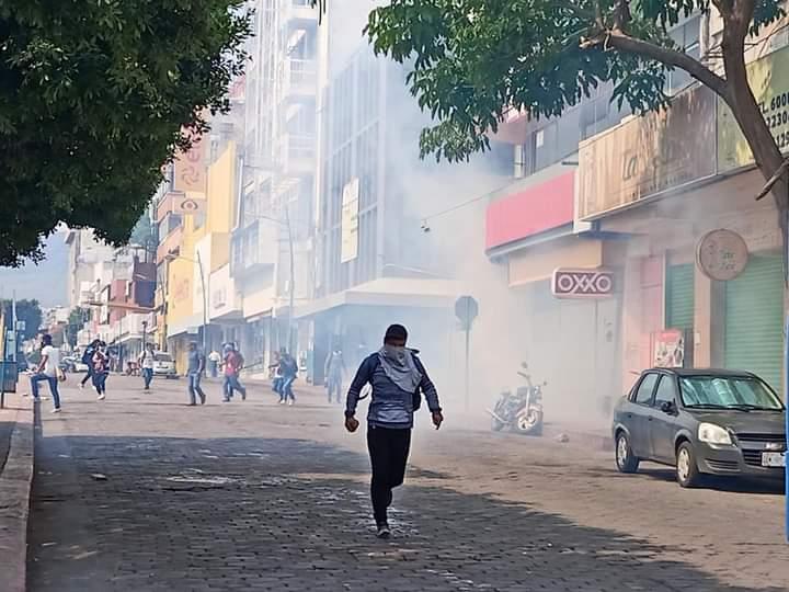 """Chiapas: Magisterio estatal condena desalojo violento contra Normal """"Mactumactza"""""""
