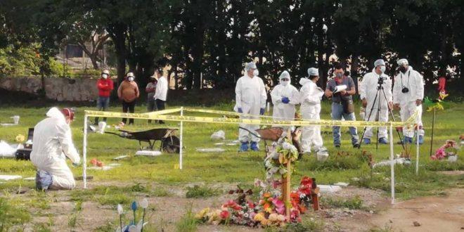 Chiapas: ¿Suicidio o feminicidio? Forenses exhuman cuerpo